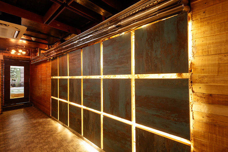 Ministry of Beer, CP Delhi Industrial style bars & clubs by Studio Interiors Infra Height Pvt Ltd Industrial Wood Wood effect