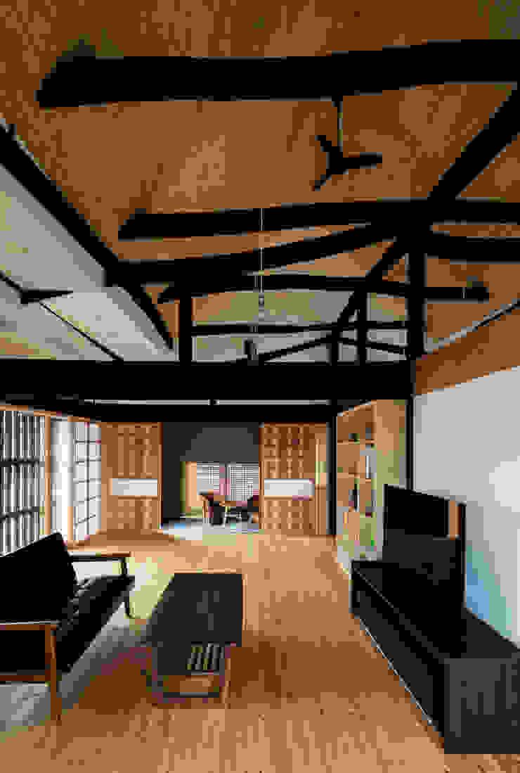 Salas de estilo ecléctico de 神家昭雄建築研究室 Ecléctico