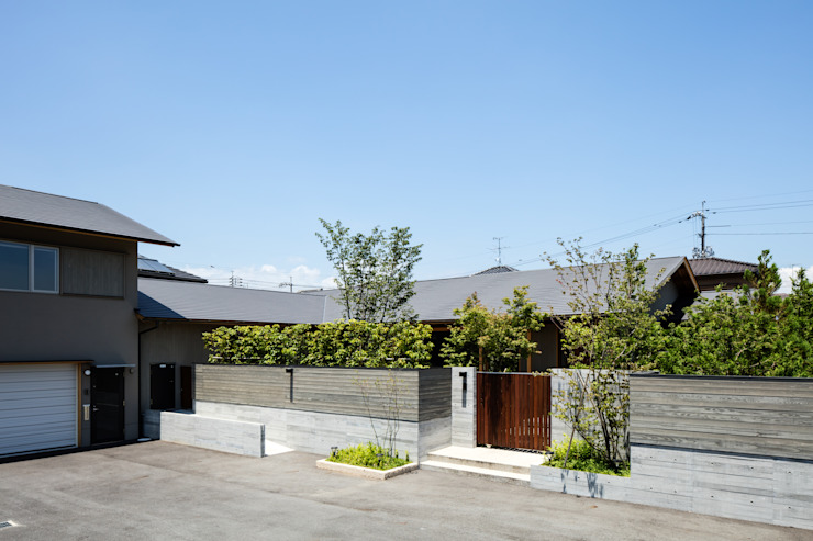 Eclectic style houses by 神家昭雄建築研究室 Eclectic