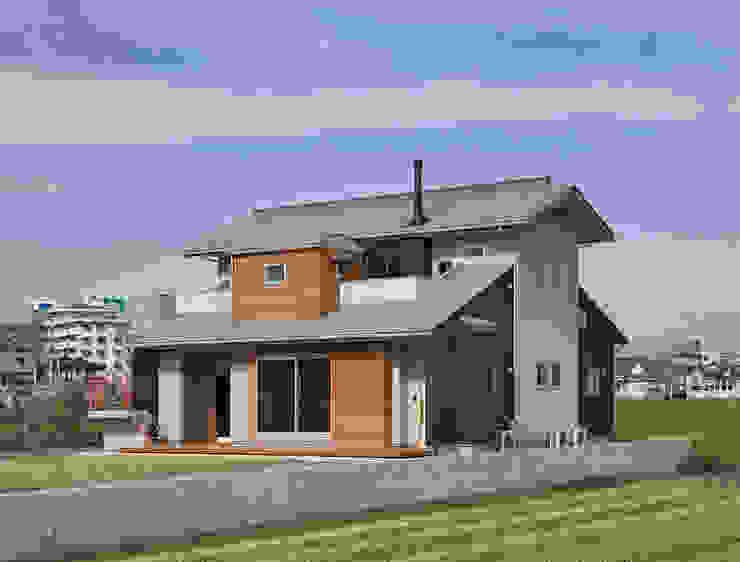 Rumah Modern Oleh (株)独楽蔵 KOMAGURA Modern