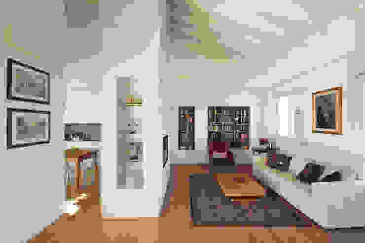 现代客厅設計點子、靈感 & 圖片 根據 JFD - Juri Favilli Design 現代風 木頭 Wood effect