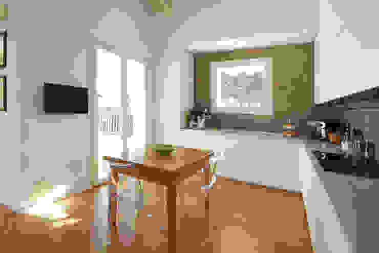 Cucina Moderna Bianca di JFD - Juri Favilli Design Moderno Legno Effetto legno