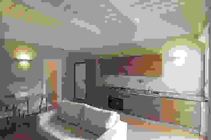 Ristrutturare Casa e ricavare la seconda Camera Cucina in stile rustico di JFD - Juri Favilli Design Rustico