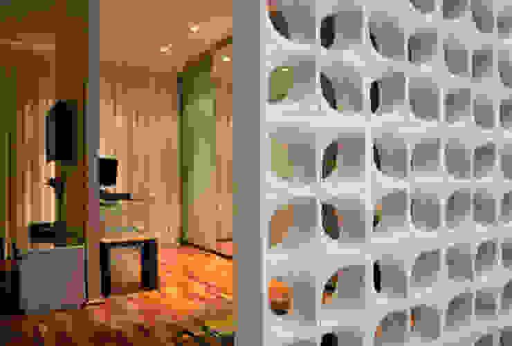 Casa da Fotografa Closets por BRITA ARQUITETURA Moderno Madeira Efeito de madeira