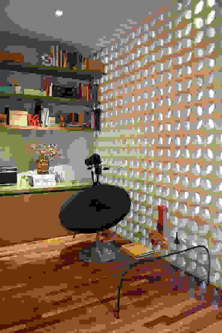 Casa da Fotografa Escritórios modernos por BRITA ARQUITETURA Moderno MDF