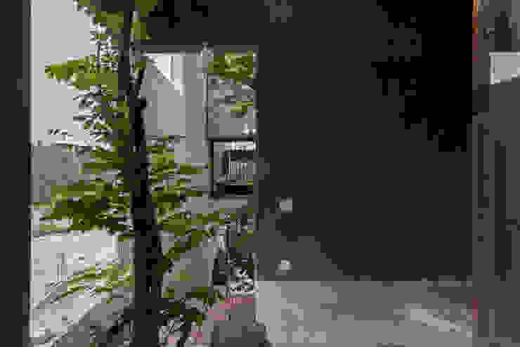 MA HOUSE Phòng tắm phong cách tối giản bởi GERIRA ARCHITECTS Tối giản