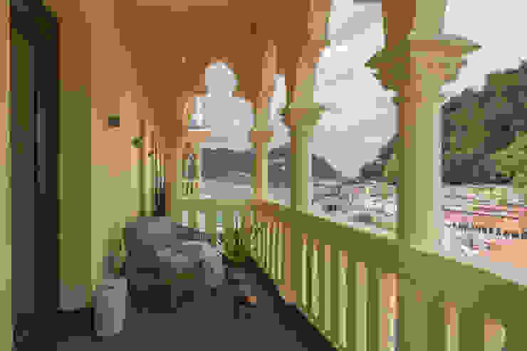 Moderner Balkon, Veranda & Terrasse von Urbana Interiorismo Modern