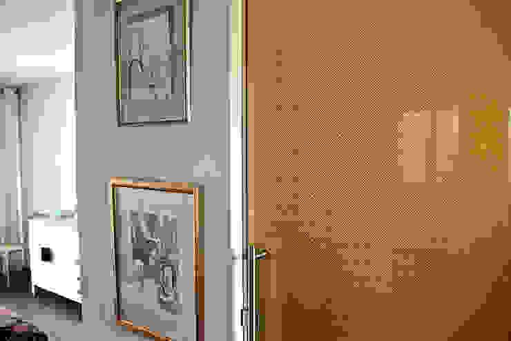 Golden glass door with bespoke pattern by Alguacil & Perkoff Ltd. Modern Glass