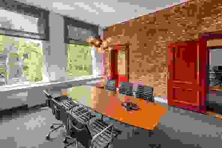 various interior projects Moderne eetkamers van Lozinski Architecten Modern