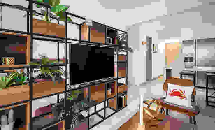 Maria Mentira Studio Modern living room Wood Black