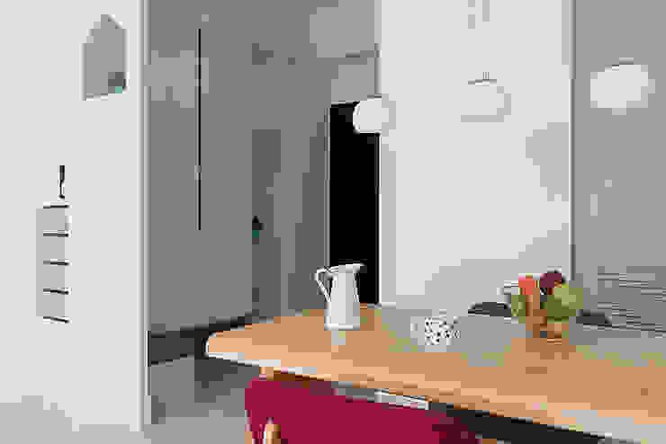 Scandinavian style corridor, hallway& stairs by 倍果設計有限公司 Scandinavian
