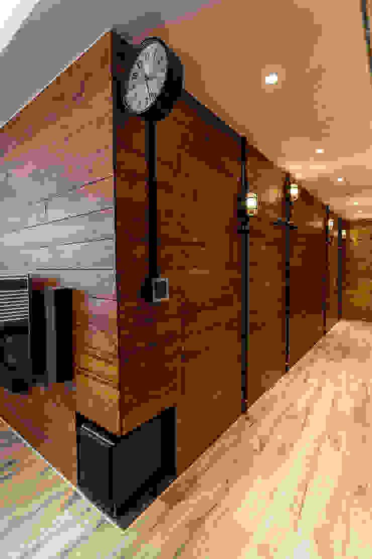 輕工業風溫馨小木屋 工業風的玄關、走廊與階梯 根據 傑羅設計事業有限公司 工業風 木頭 Wood effect