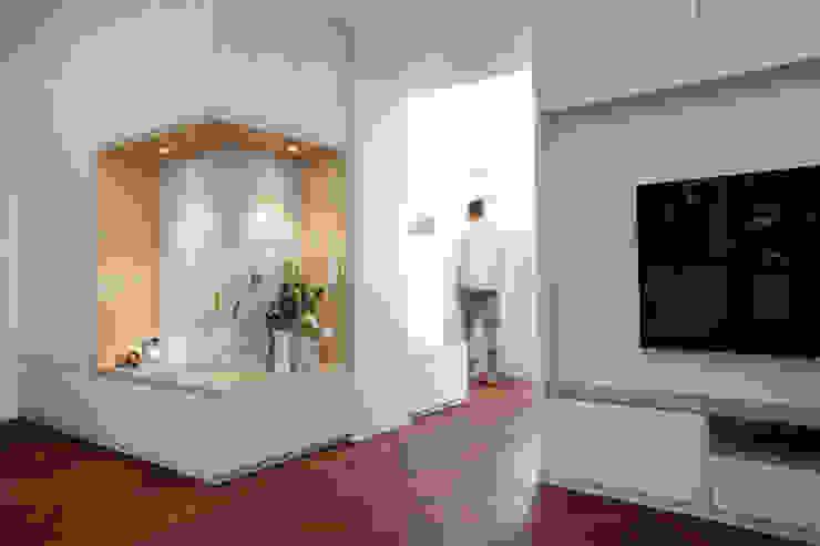 Ausbau Wohnung Frankfurt Moderne Wohnzimmer von SIMONE JÜSCHKE INNEN|ARCHITEKTUR Modern Holz Holznachbildung
