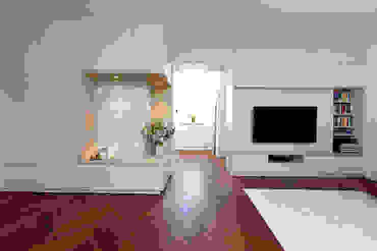 Wohnung Frankfurt Moderne Esszimmer von SIMONE JÜSCHKE INNEN|ARCHITEKTUR Modern Holz Holznachbildung