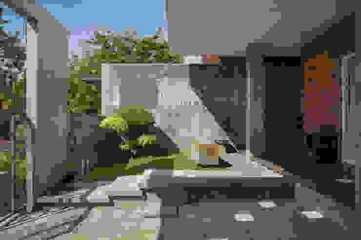 Area Teras View 1 Oleh CV Andyrahman Architect