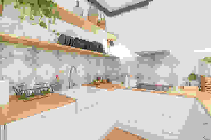 Ópera de Domingo Classic style kitchen
