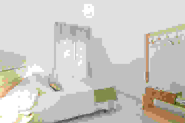 Dormitorio en Apartamento Turístico : Habitaciones de estilo  por Ópera de Domingo,