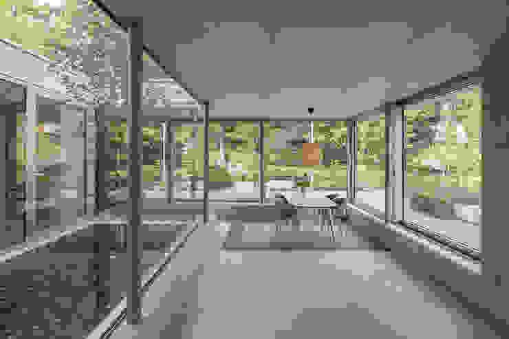 Concrete extension Minimalistische studeerkamer van Bloot Architecture Minimalistisch Beton
