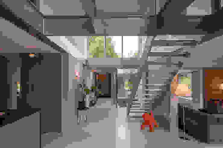 hallway corridor Minimalistische gangen, hallen & trappenhuizen van Bloot Architecture Minimalistisch Kunststof