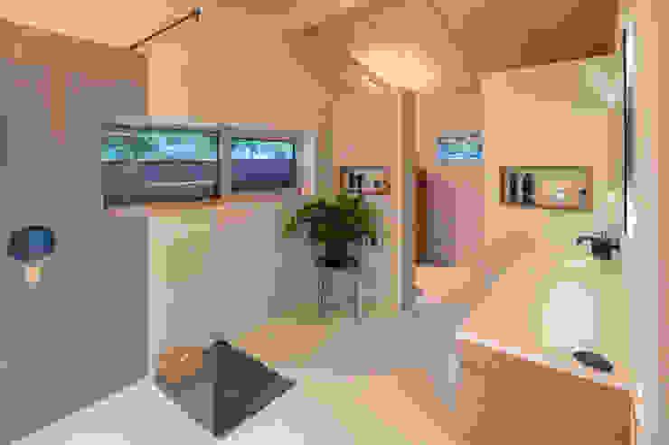 bathroom Minimalistische badkamers van Bloot Architecture Minimalistisch Kunststof