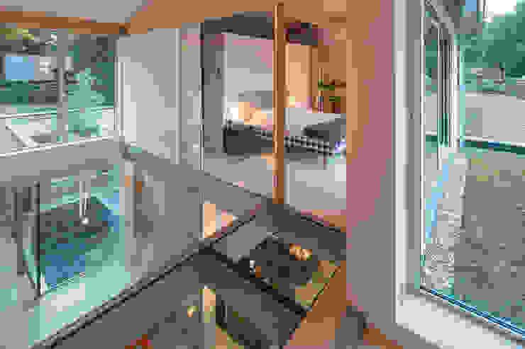 Patio House Minimalistische slaapkamers van Bloot Architecture Minimalistisch Multiplex