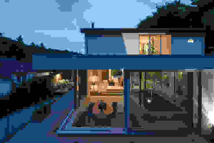 Extension patio house open corner Minimalistische studeerkamer van Bloot Architecture Minimalistisch Beton