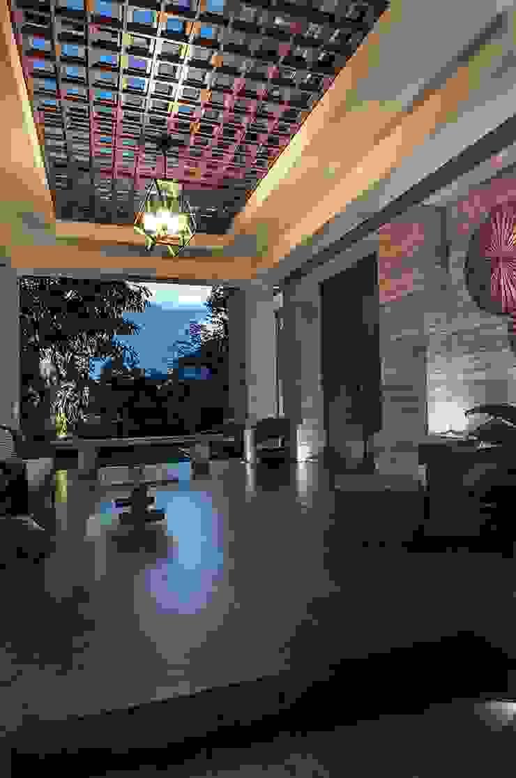 Cajuputi House Balkon, Beranda & Teras Gaya Eklektik Oleh EIGHT IDEA Eklektik