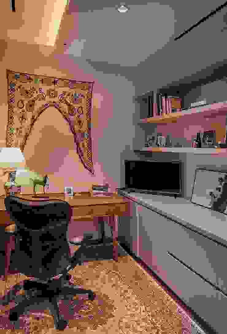 Cajuputi House Ruang Studi/Kantor Gaya Eklektik Oleh EIGHT IDEA Eklektik