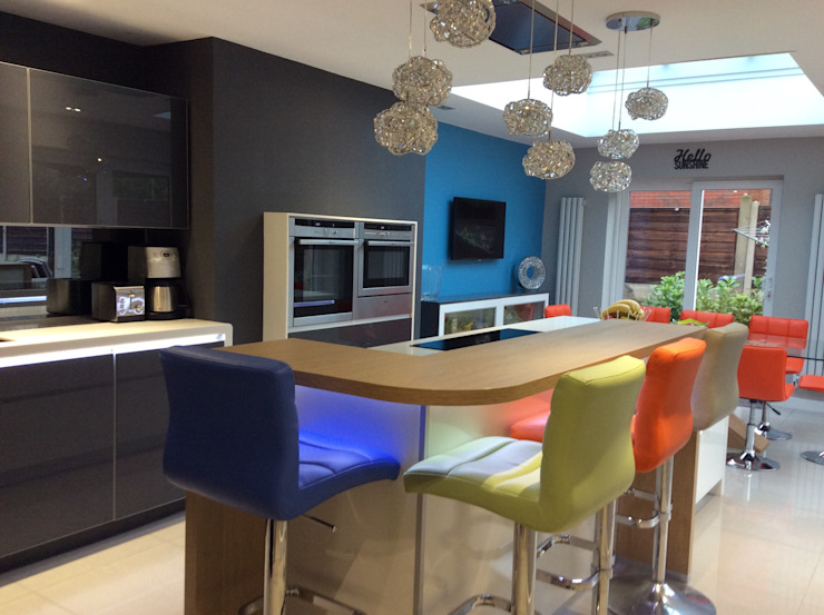 Mr & Mrs Clough Diane Berry Kitchens Built-in kitchens Glass Grey
