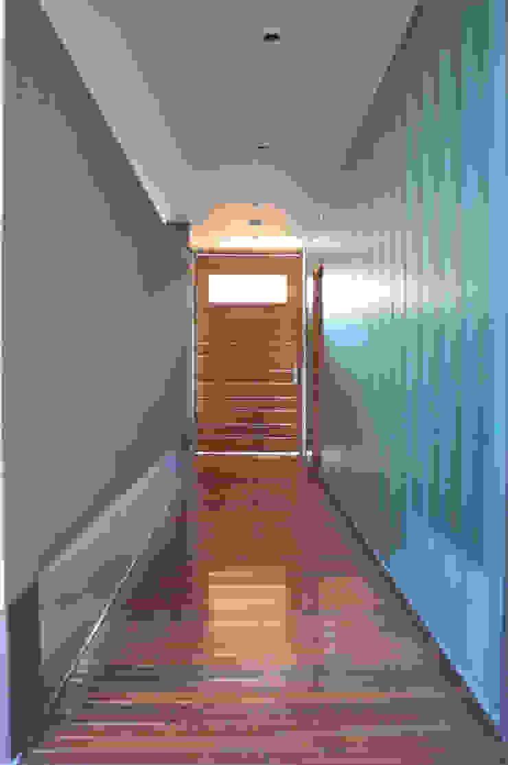 CASA BE Pasillos, vestíbulos y escaleras modernos de PARAMENTO Moderno