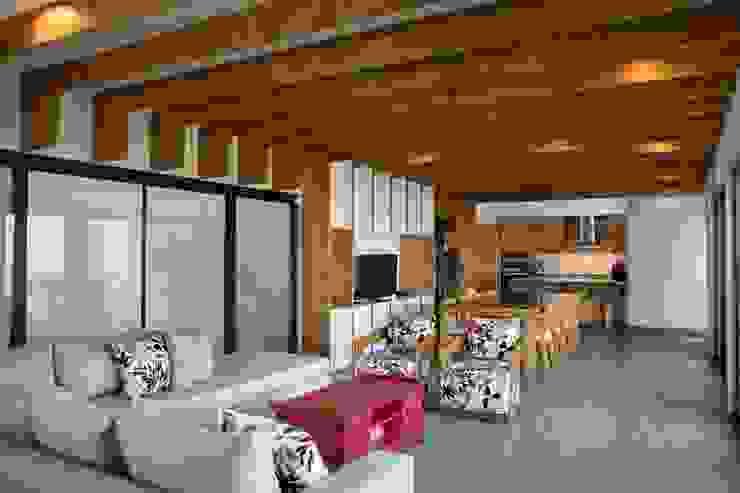 现代客厅設計點子、靈感 & 圖片 根據 LGZ Taller de arquitectura 現代風