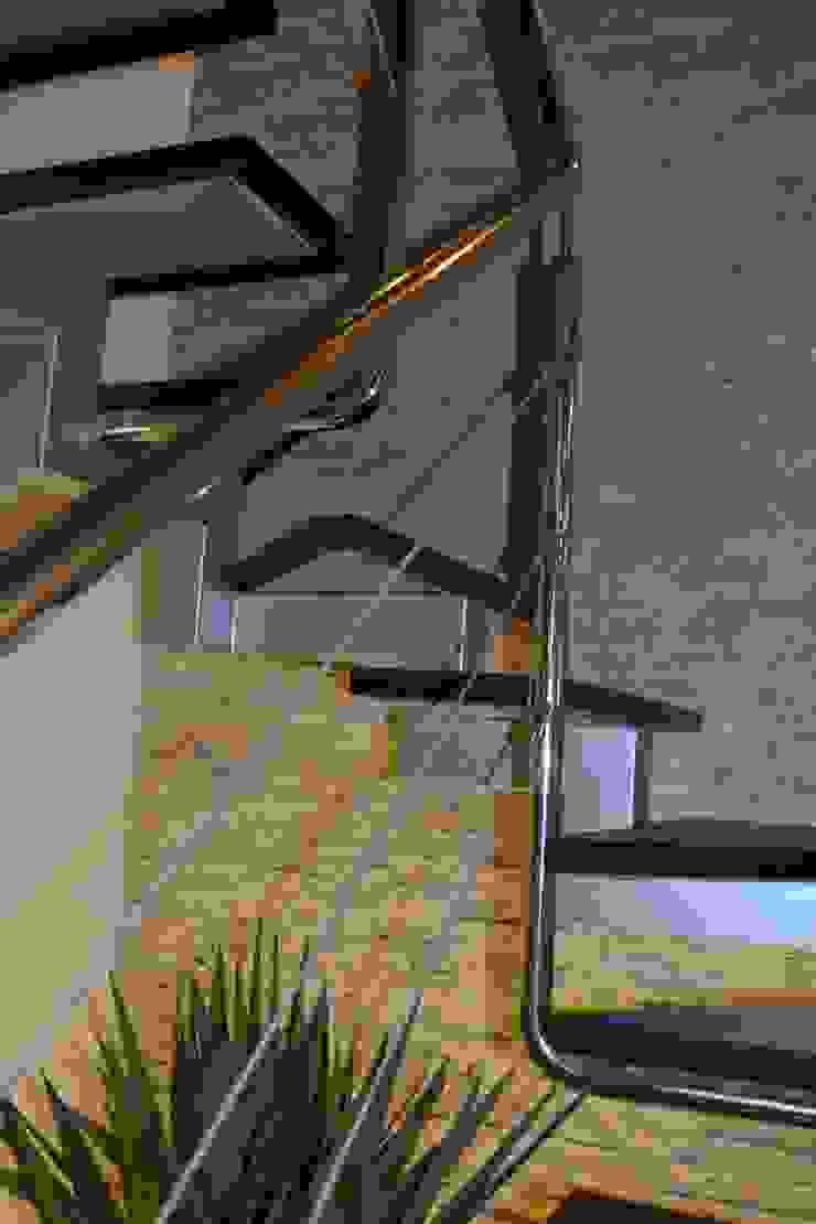 Vivienda Sachaca Pasillos, vestíbulos y escaleras modernos de B+ Studio Moderno