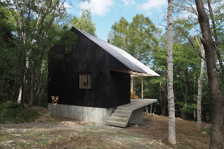 桑原茂建築設計事務所 / Shigeru Kuwahara Architects Scandinavian style houses Wood Black