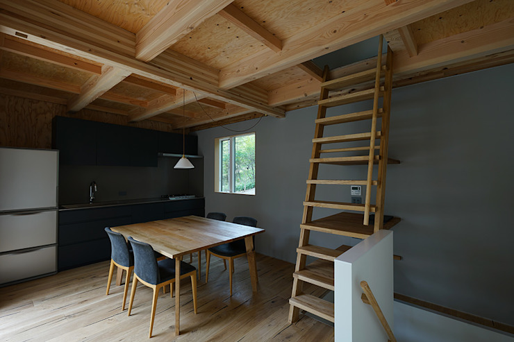桑原茂建築設計事務所 / Shigeru Kuwahara Architects Scandinavian style dining room Wood Grey