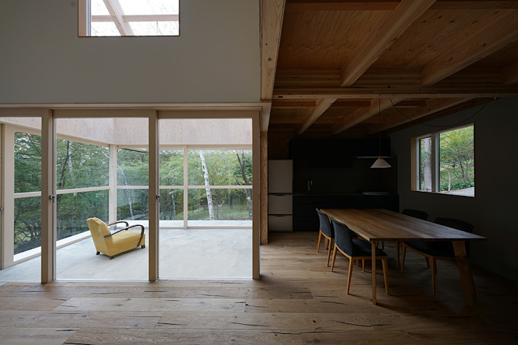桑原茂建築設計事務所 / Shigeru Kuwahara Architects Scandinavian style dining room Wood Wood effect