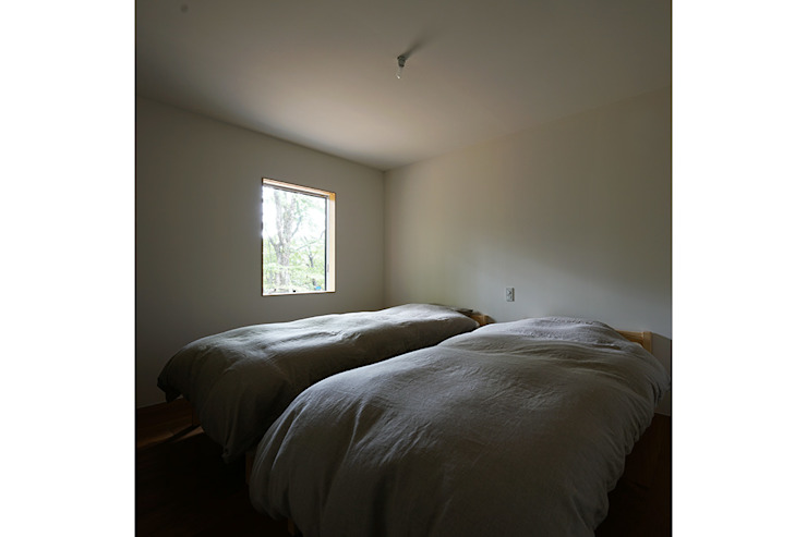 桑原茂建築設計事務所 / Shigeru Kuwahara Architects Scandinavian style bedroom Wood White