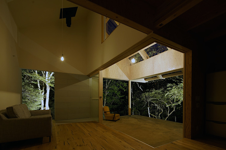 Living room by 桑原茂建築設計事務所 / Shigeru Kuwahara Architects