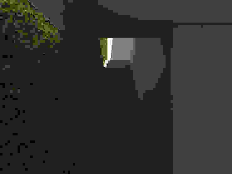Habitação Tereno Modern Corridor, Hallway and Staircase by Grupo Norma Modern