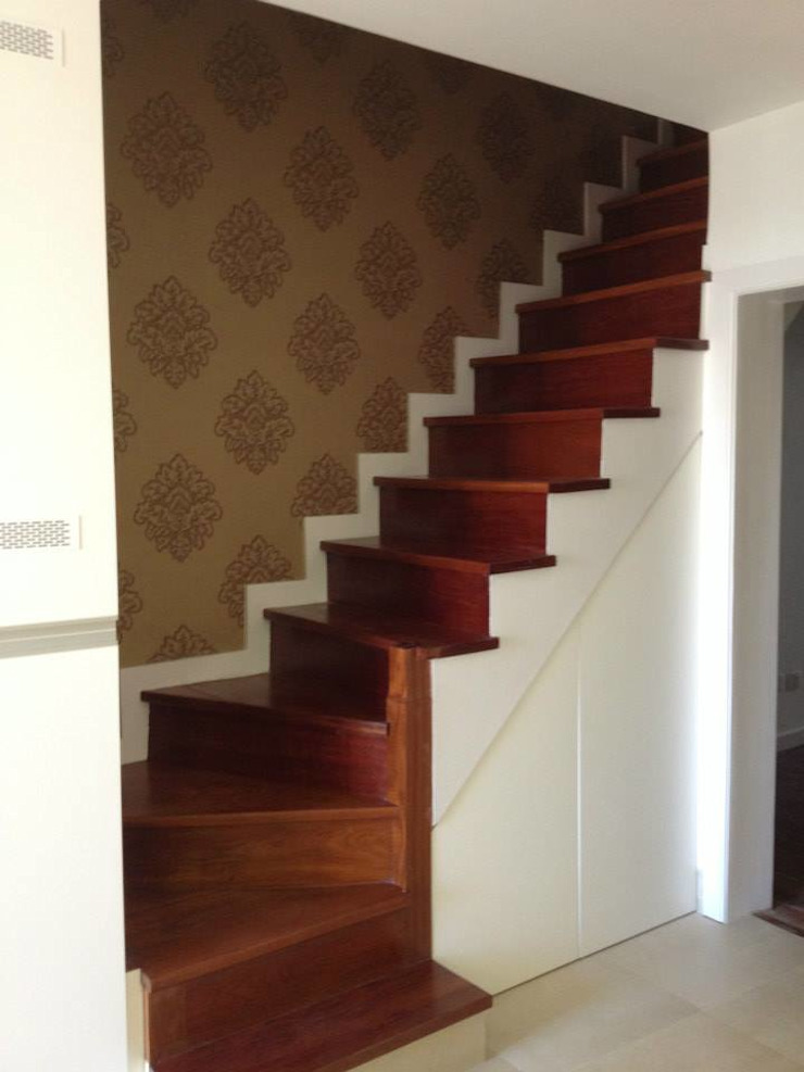 Apartamento Alegria Classic style corridor, hallway and stairs by Grupo Norma Classic