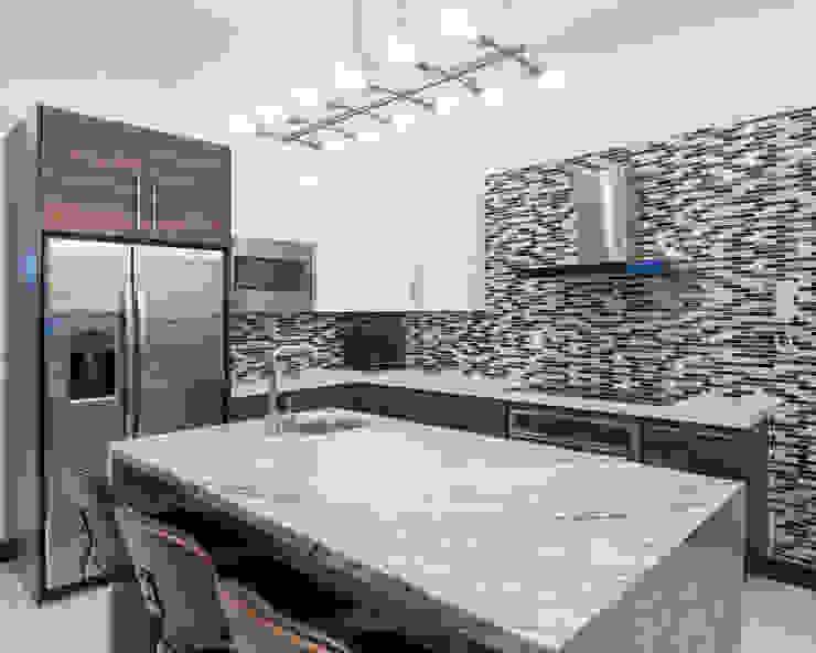 Modern kitchen by J-M arquitectura Modern Quartz