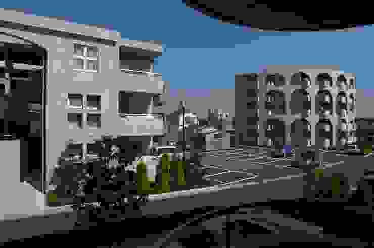 ステンドグラスある家2坂東市 クラシカルな 家 の ESK設計一級建築士事務所 クラシック