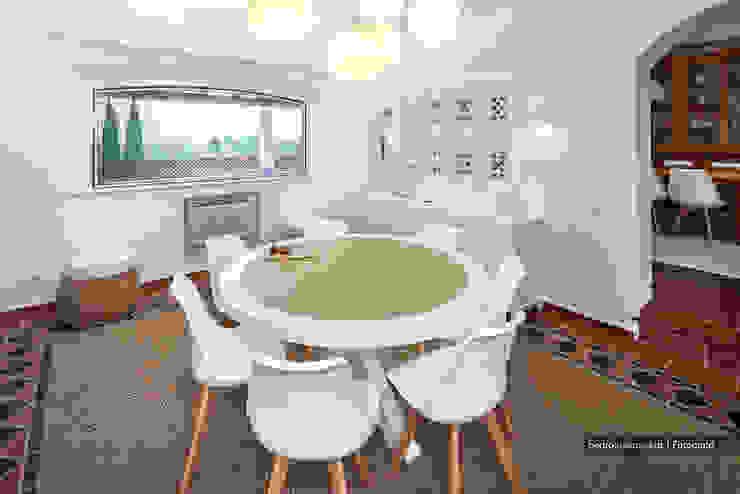 Casa decorada com Velharias de Janas Salas de estar modernas por Pedro Queiroga | Fotógrafo Moderno