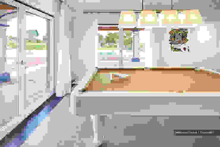 Outra casa fora de série, decorada com Velharias de Janas Salas de estar modernas por Pedro Queiroga | Fotógrafo Moderno