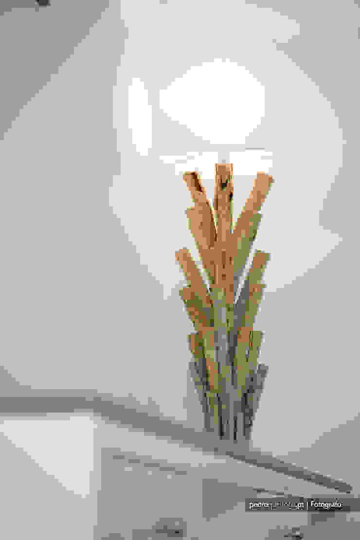 Outra casa fora de série, decorada com Velharias de Janas por Pedro Queiroga | Fotógrafo Moderno Madeira Acabamento em madeira