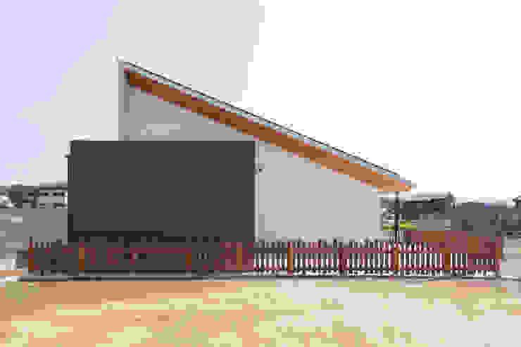 Nhà phong cách nhiệt đới bởi STaD(株式会社鈴木貴博建築設計事務所) Nhiệt đới