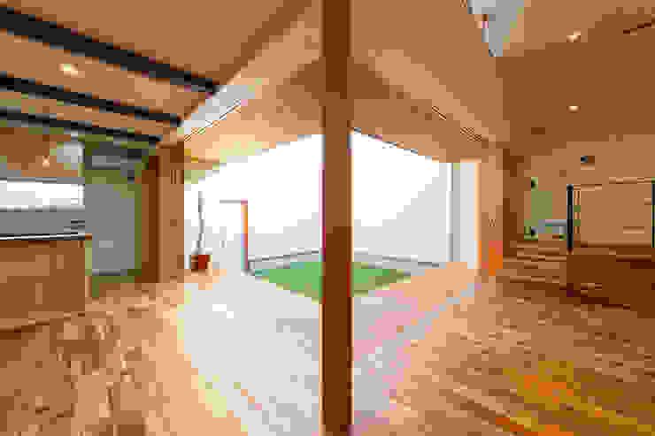 Salas de estar  por STaD(株式会社鈴木貴博建築設計事務所)