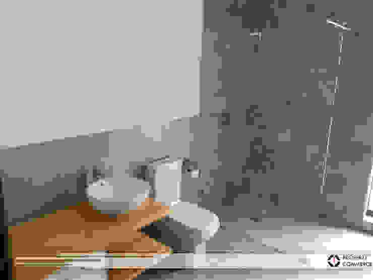 Guest bathroom Modern bathroom by Property Commerce Architects Modern