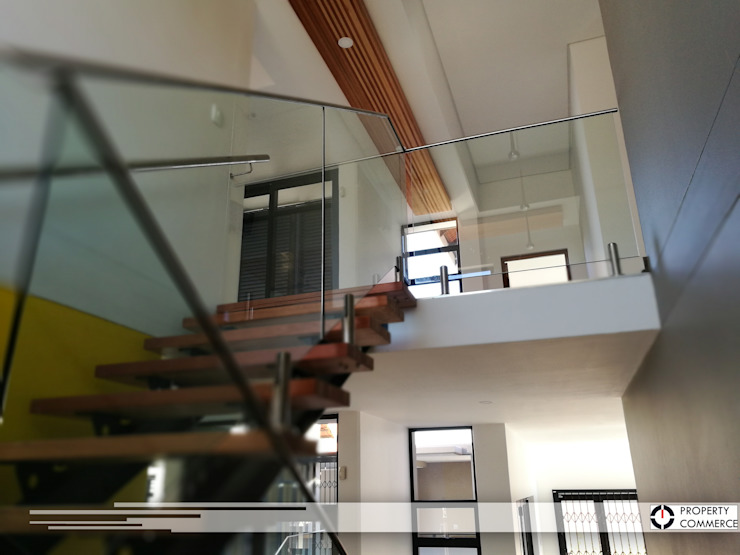 Stairs leading to first floor Modern Corridor, Hallway and Staircase by Property Commerce Architects Modern