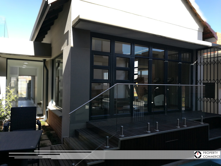 Internal courtyard view to gym Modern gym by Property Commerce Architects Modern
