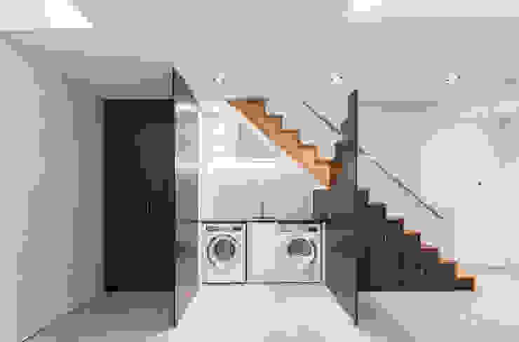 8 Harley Place Minimalist corridor, hallway & stairs by Sonnemann Toon Architects Minimalist